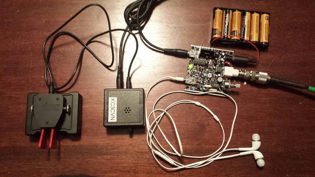 Frogsounds QRP rig, with 9 volt AA battery pack, PicoKeyer Plus and Chiinese paddles.